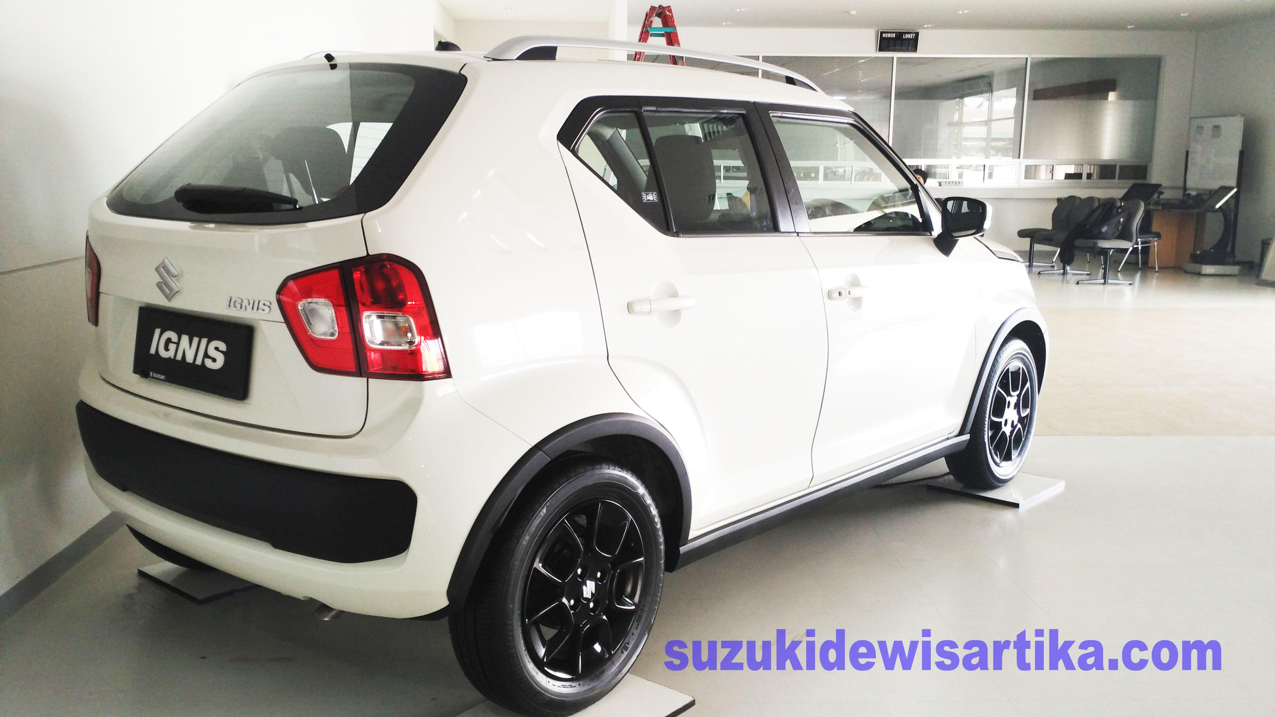 Suzuki Ignis Tampak samping belakang